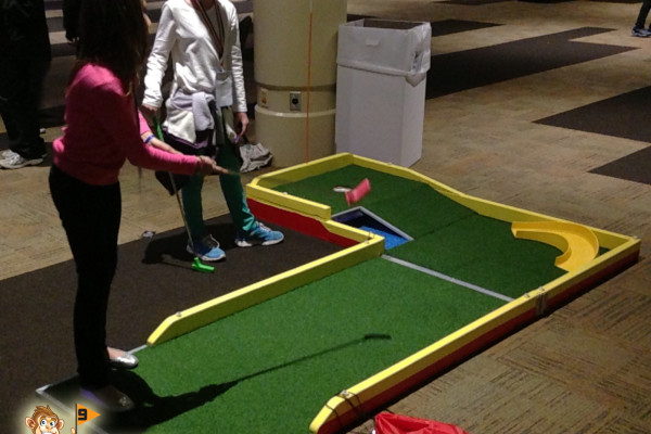 Mini Golf To Go - Curve and Water with Kids Playing